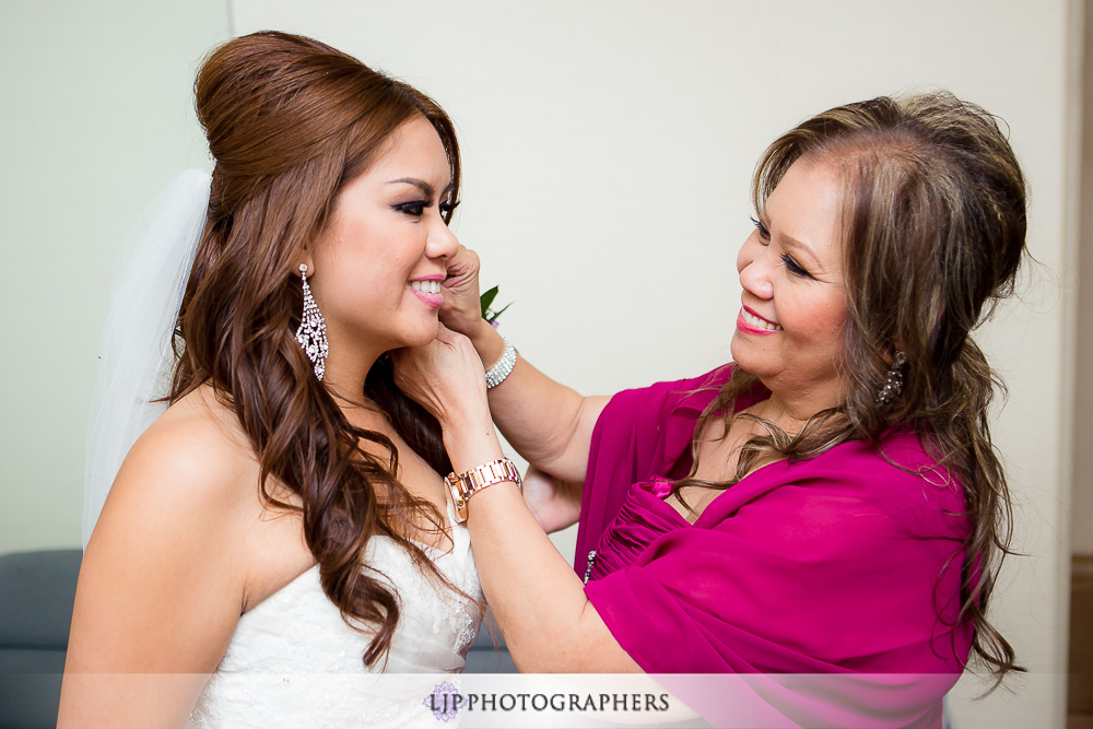 04-embassy-suites-brea-wedding-photographer-getting-ready-photos
