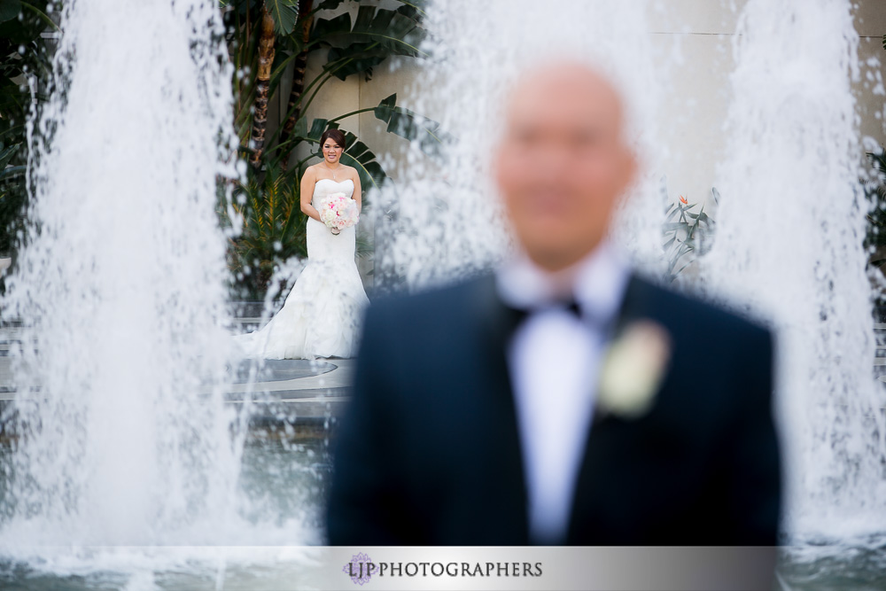 09-the-villa-wedding-photographer-first-look-couple-session-photos