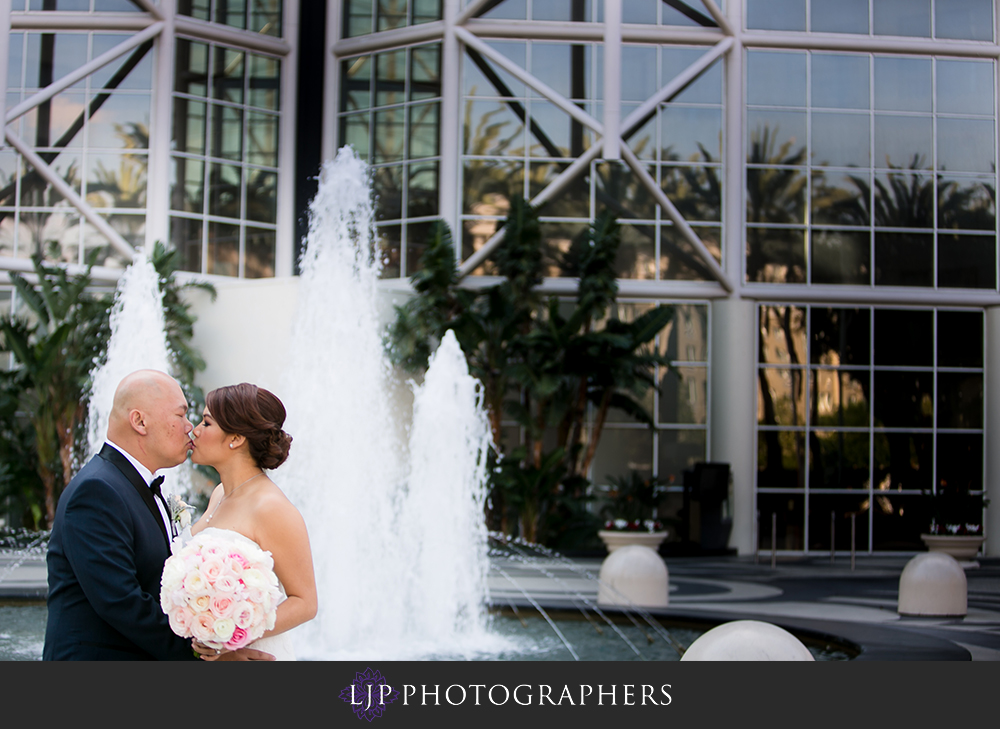 10-the-villa-wedding-photographer-first-look-couple-session-photos