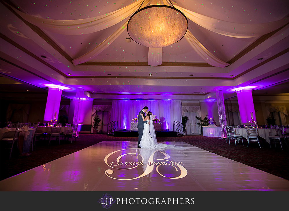 23-embassy-suites-brea-wedding-photographer-wedding-reception-photos