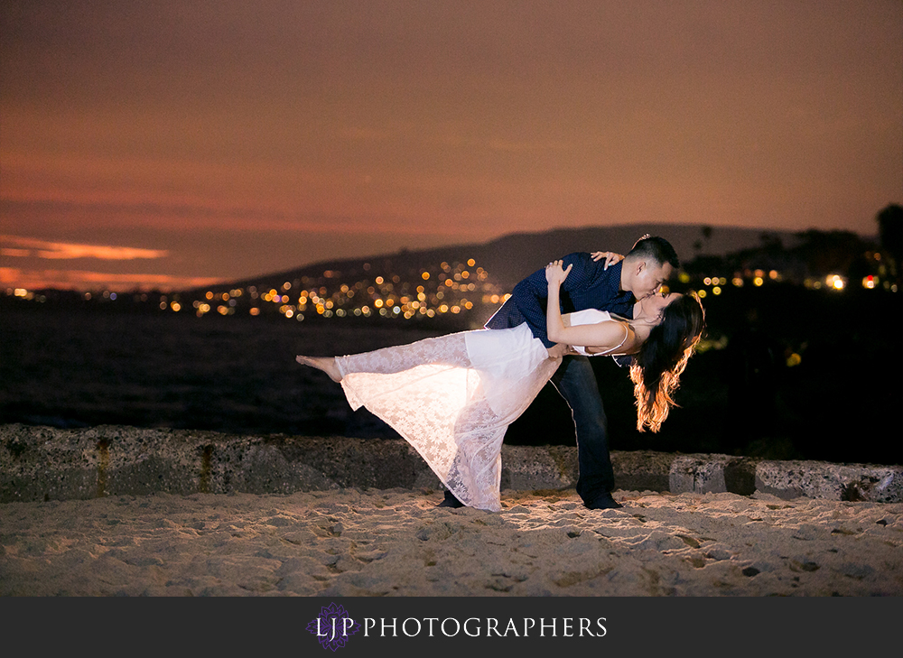 08-beach-engagement-photographer
