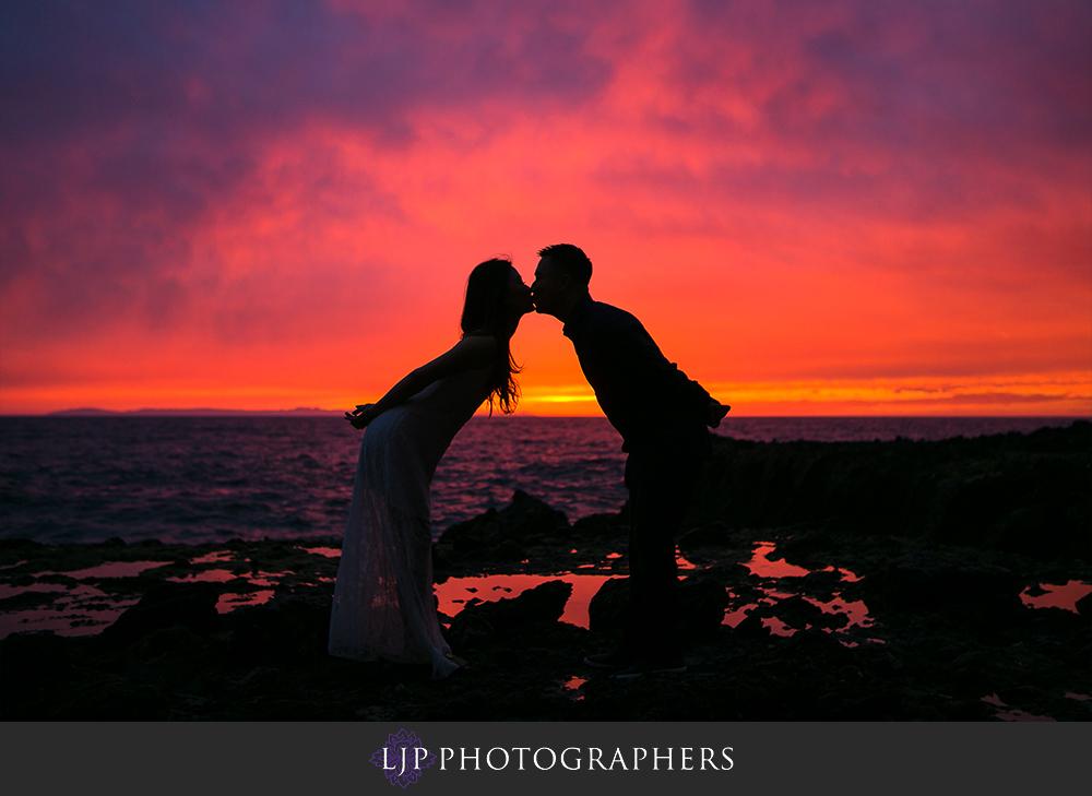 09-beach-engagement-photographer