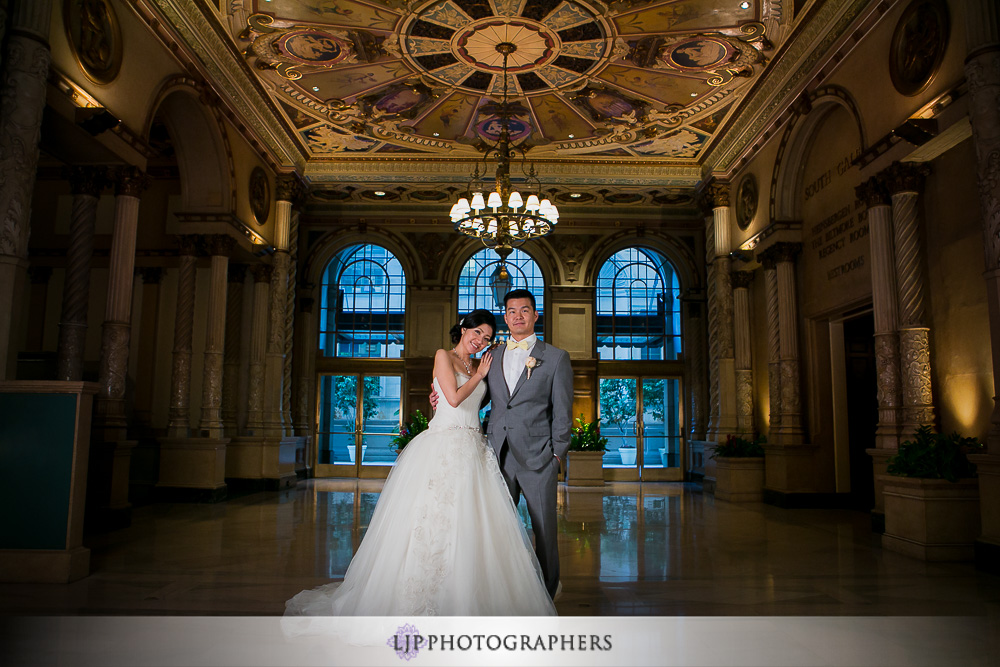 13-millennium-biltmore-hotel-los-angeles-wedding-photographer-couple-session-wedding-party-photos