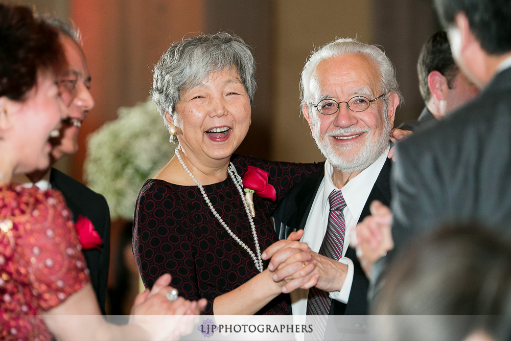 29-millennium-biltmore-hotel-los-angeles-wedding-photographer-wedding-reception-photos