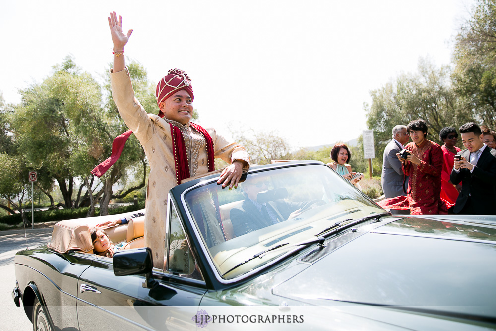 13-padua-hills-indian-wedding-photographer-baraat-wedding-ceremony-photos