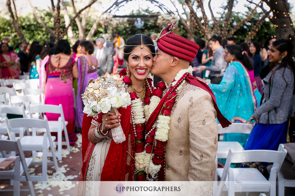 22-padua-hills-indian-wedding-photographer-baraat-wedding-ceremony-photos