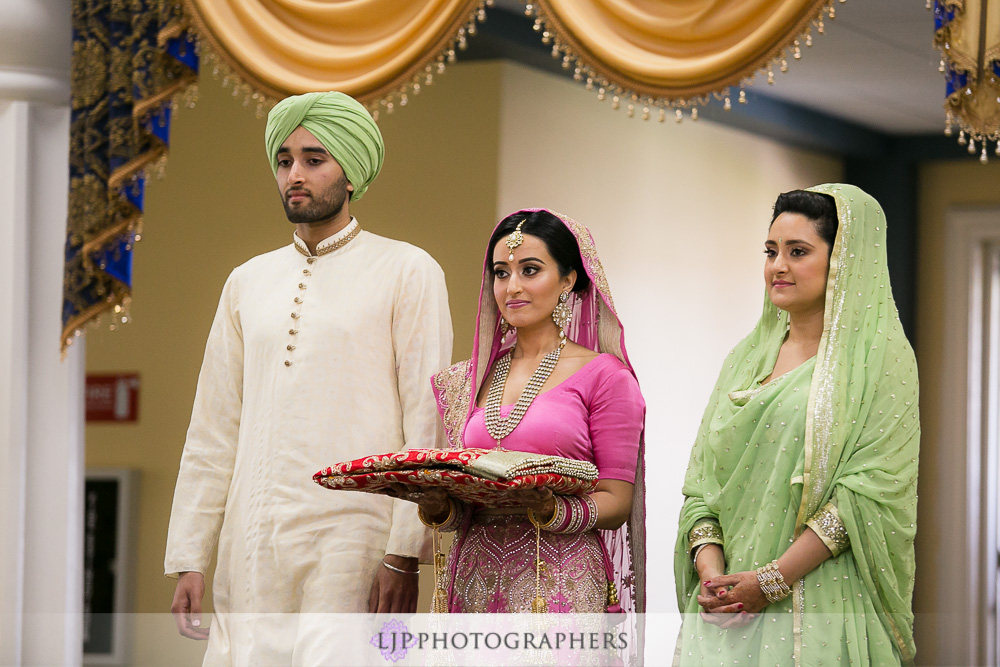 25-the-julia-morgan-ballroom-san-francisco-indian-wedding-photographer-baraat-wedding-ceremony-photos