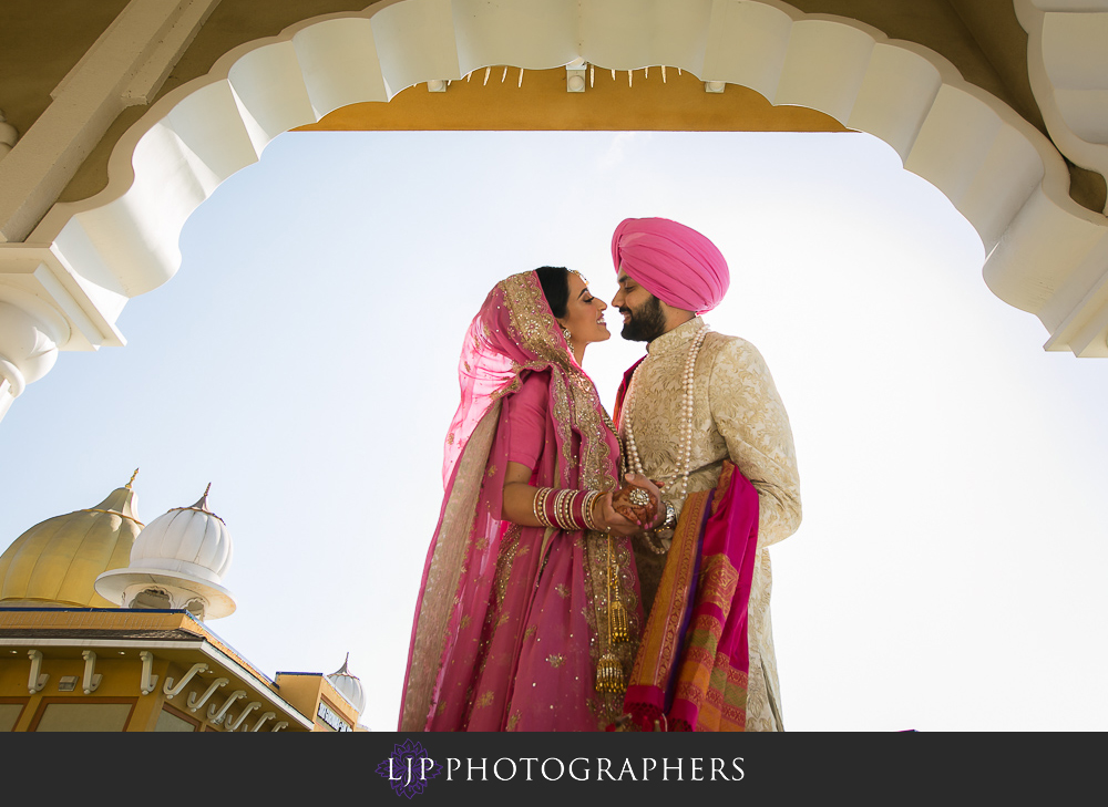 31-the-julia-morgan-ballroom-san-francisco-indian-wedding-photographer-baraat-wedding-ceremony-photos