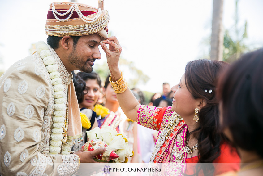 16-anaheim-marriott-indian-wedding-photographer-wedding-ceremony-photos