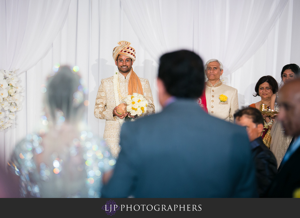 21-anaheim-marriott-indian-wedding-photographer-wedding-ceremony-photos
