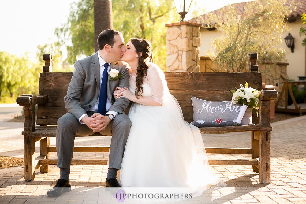21-oak-creek-golf-club-wedding-photographer-couple-session-photos