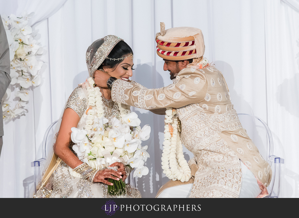 22-anaheim-marriott-indian-wedding-photographer-wedding-ceremony-photos