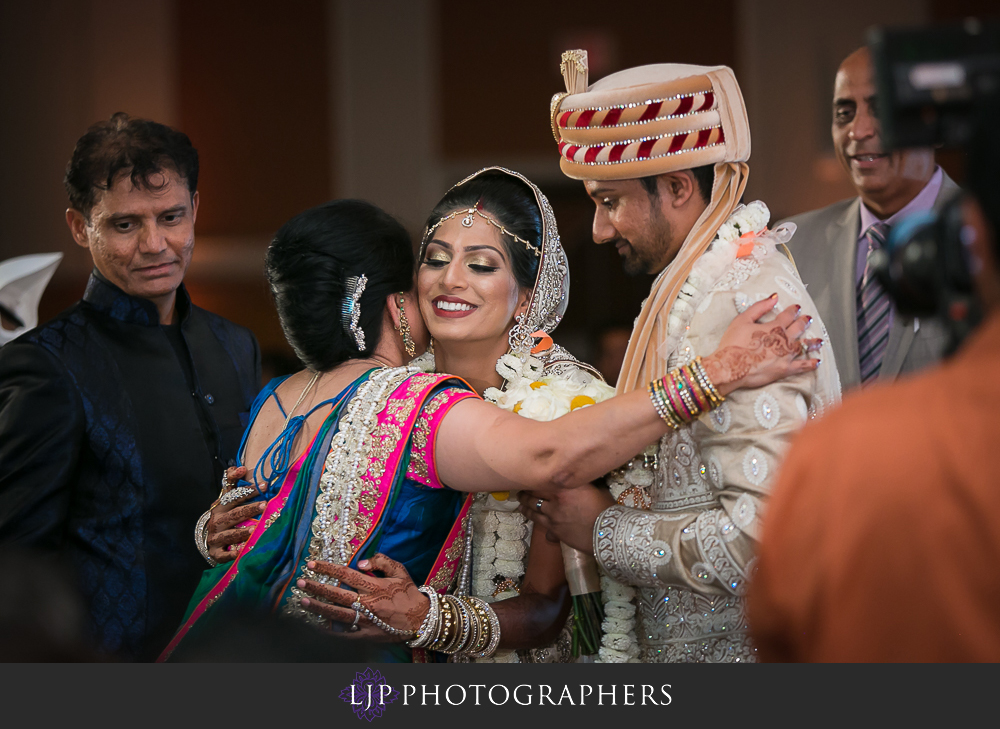 25-anaheim-marriott-indian-wedding-photographer-wedding-ceremony-photos