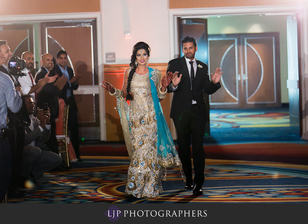 31-anaheim-marriott-indian-wedding-photographer-wedding-reception-photos