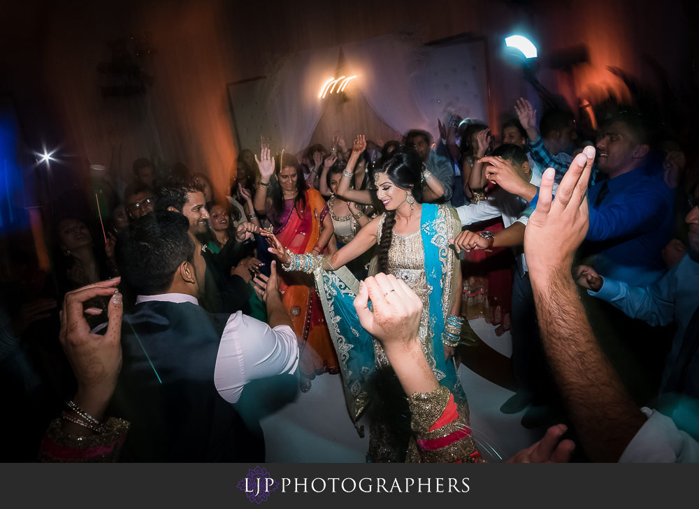 44-anaheim-marriott-indian-wedding-photographer-wedding-reception-photos