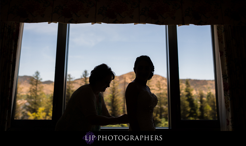 05-four-seasons-hotel-westlake-village-wedding-photographer-getting-ready-photos