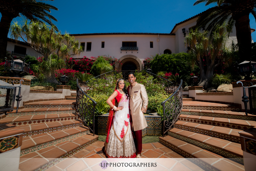 10-hummingbird-nest-ranch-wedding-photographer-first-look-couple-session-photos