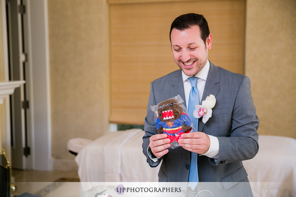 11-four-seasons-hotel-westlake-village-wedding-photographer-getting-ready-photos