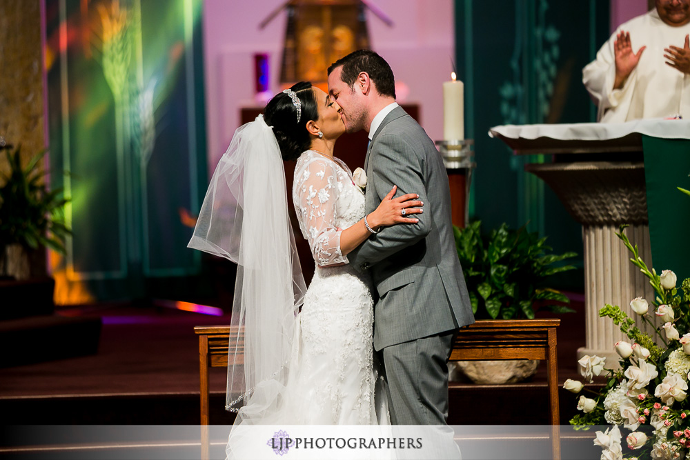 19-four-seasons-hotel-westlake-village-wedding-photographer-church-wedding-ceremony-photos