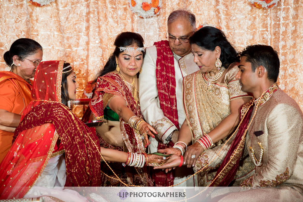 24-hummingbird-nest-ranch-indian-wedding-photographer-wedding-ceremony-photos
