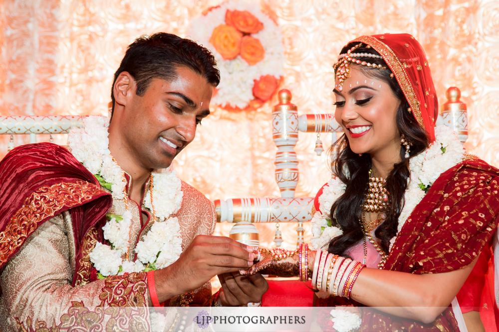 27-hummingbird-nest-ranch-indian-wedding-photographer-wedding-ceremony-photos