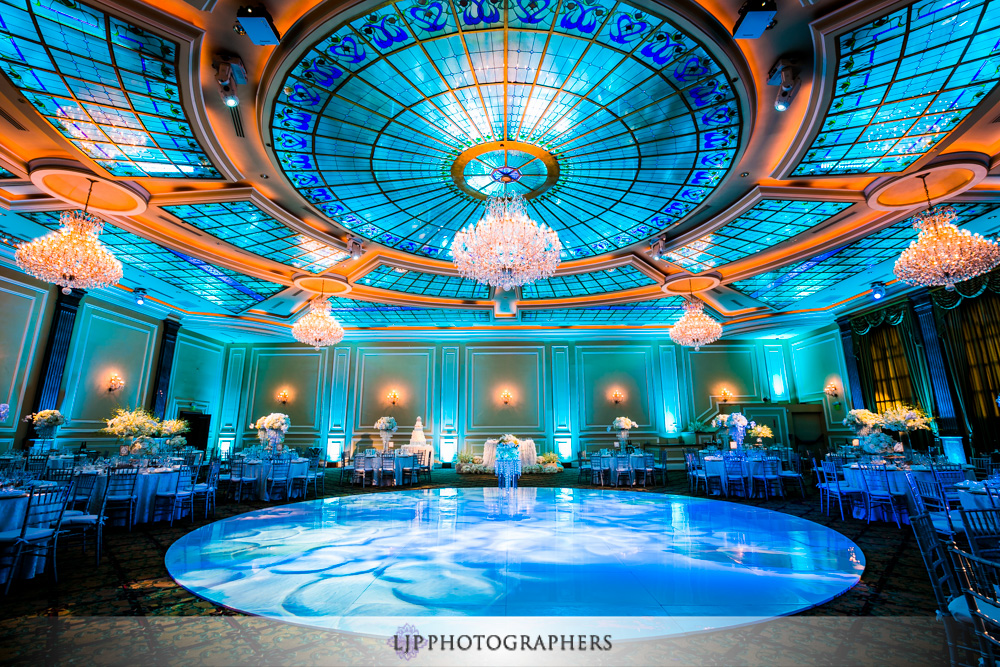29-taglyan-complex-wedding-photographer-wedding-reception-photos