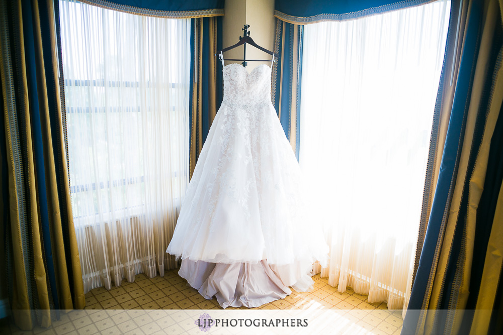 01-the-langham-huntington-pasadena-wedding-photographer-getting-ready-photos