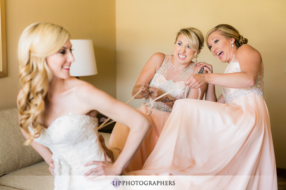 03-la-banquets-glenoaks-ballroom-wedding-photographer-getting-ready-photos