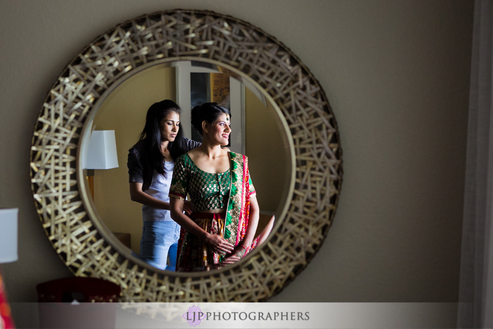 03-newport-beach-marriott-hotel-indian-wedding-photographer-getting-ready-photos