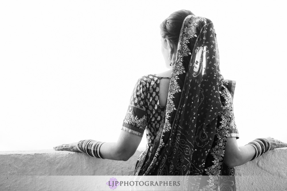04-newport-beach-marriott-hotel-indian-wedding-photographer-getting-ready-photos
