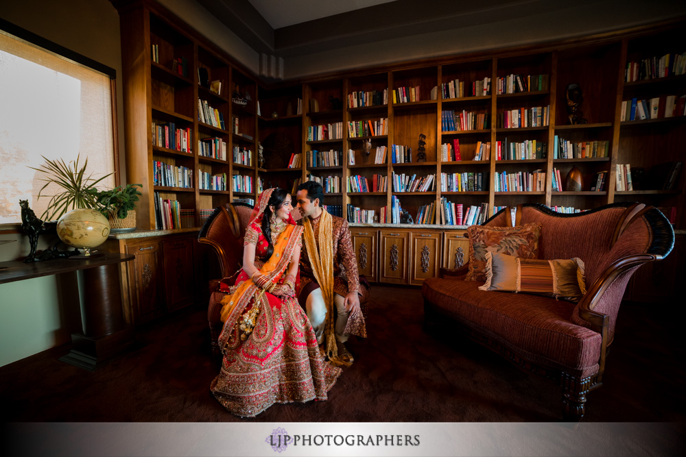 13-santiago-canyon-mansion-indian-wedding-photographer-first-look-couple-session-photos