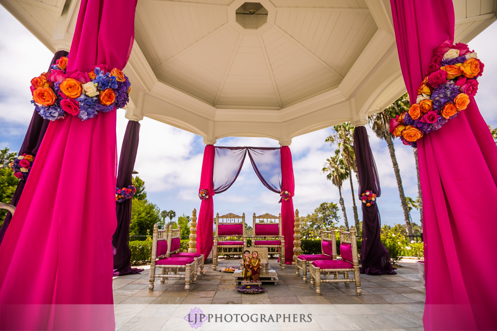 17-newport-beach-marriott-hotel-indian-wedding-photographer-baraat-wedding-cemony-photos