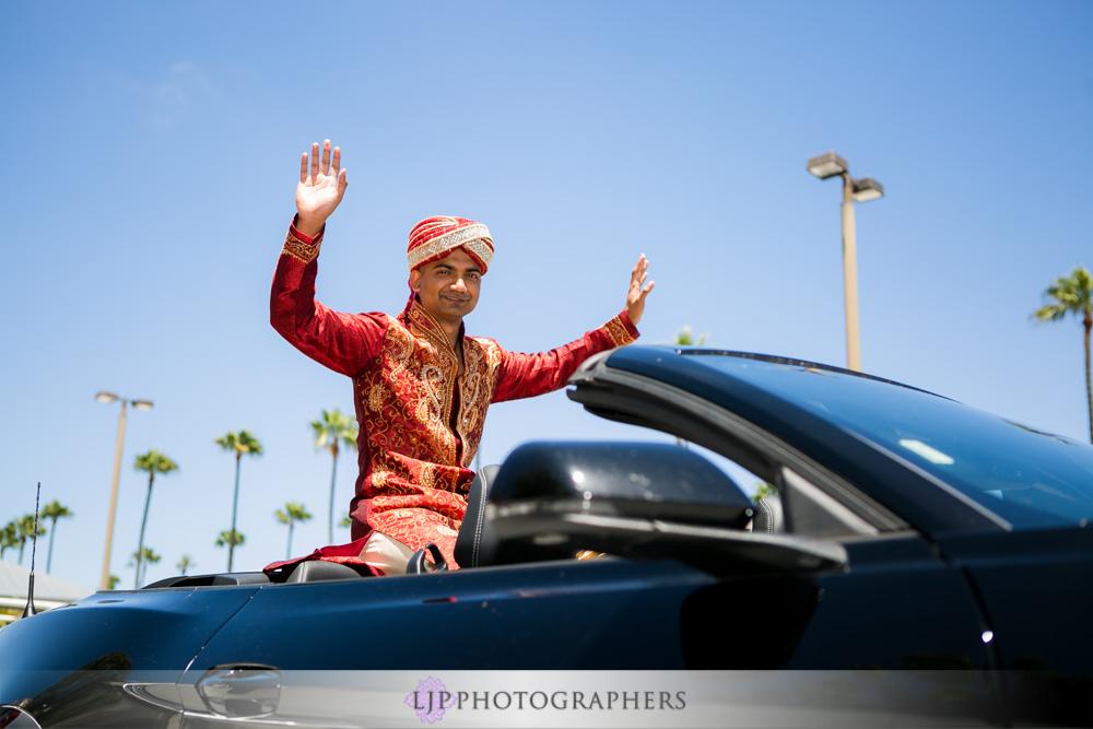19-newport-beach-marriott-hotel-indian-wedding-photographer-baraat-wedding-cemony-photos