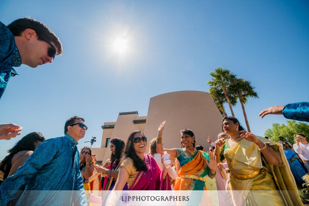 19-santiago-canyon-mansion-indian-wedding-photographer-baraat-wedding-ceremony-photos