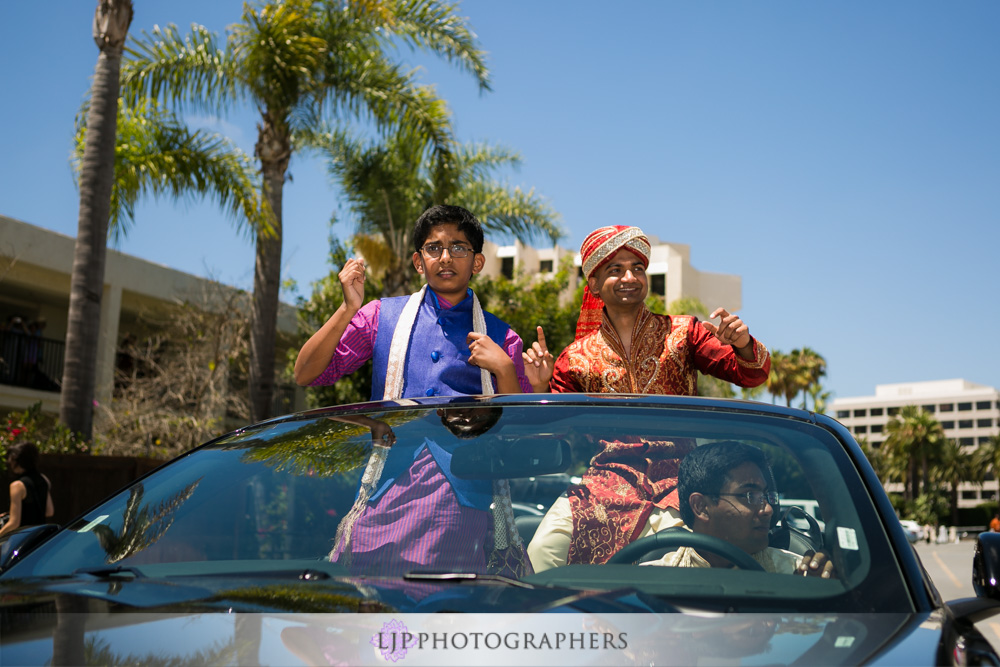 20-newport-beach-marriott-hotel-indian-wedding-photographer-baraat-wedding-cemony-photos