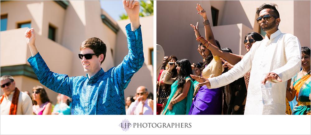 20-santiago-canyon-mansion-indian-wedding-photographer-baraat-wedding-ceremony-photos