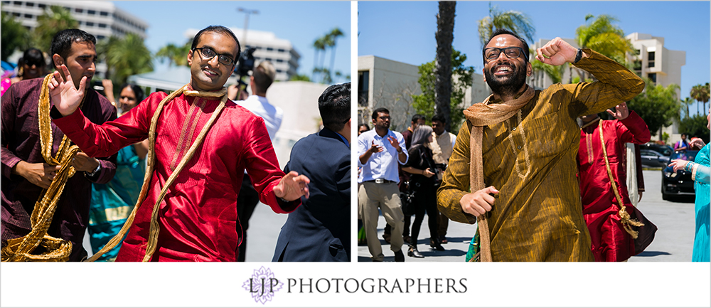 21-newport-beach-marriott-hotel-indian-wedding-photographer-baraat-wedding-cemony-photos