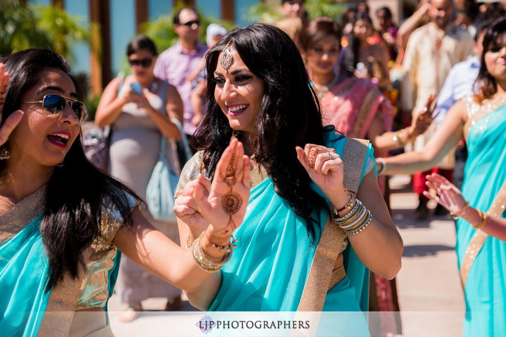 21-santiago-canyon-mansion-indian-wedding-photographer-baraat-wedding-ceremony-photos