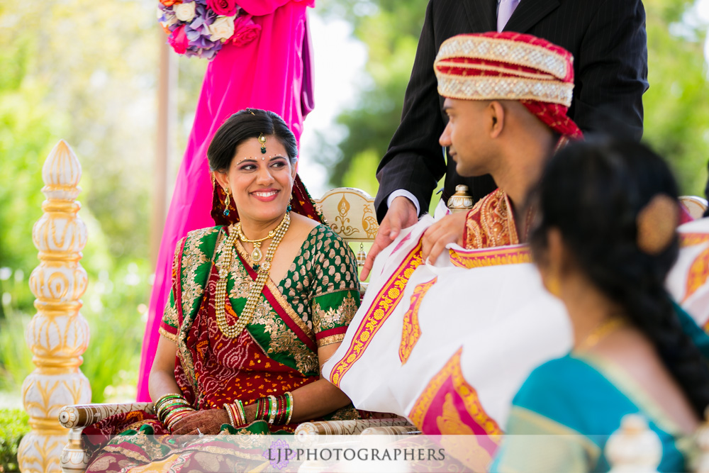 25-newport-beach-marriott-hotel-indian-wedding-photographer-baraat-wedding-cemony-photos
