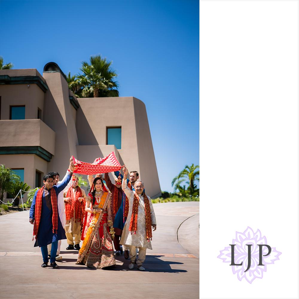 25-santiago-canyon-mansion-indian-wedding-photographer-baraat-wedding-ceremony-photos