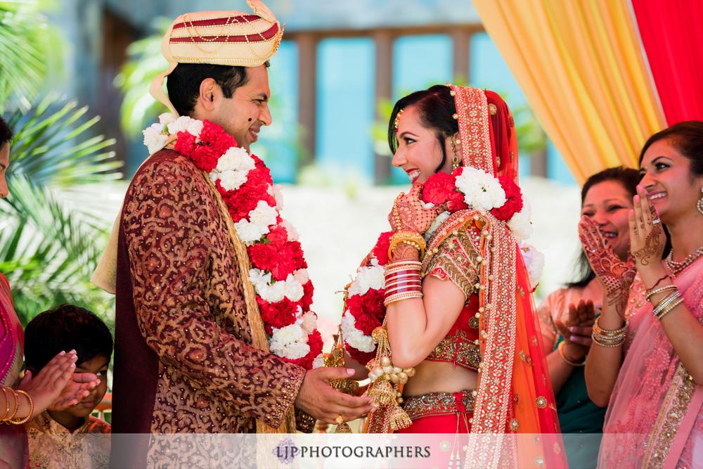 26-santiago-canyon-mansion-indian-wedding-photographer-baraat-wedding-ceremony-photos