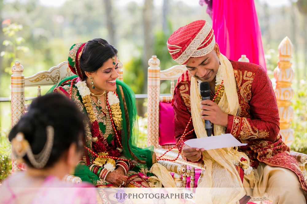 27-newport-beach-marriott-hotel-indian-wedding-photographer-baraat-wedding-cemony-photos