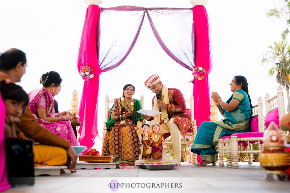 28-newport-beach-marriott-hotel-indian-wedding-photographer-baraat-wedding-cemony-photos