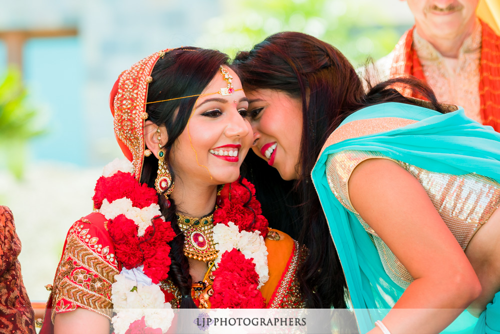 29-santiago-canyon-mansion-indian-wedding-photographer-baraat-wedding-ceremony-photos