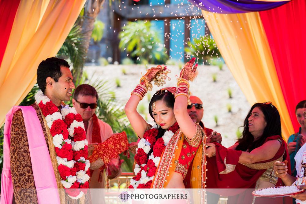 30-santiago-canyon-mansion-indian-wedding-photographer-baraat-wedding-ceremony-photos