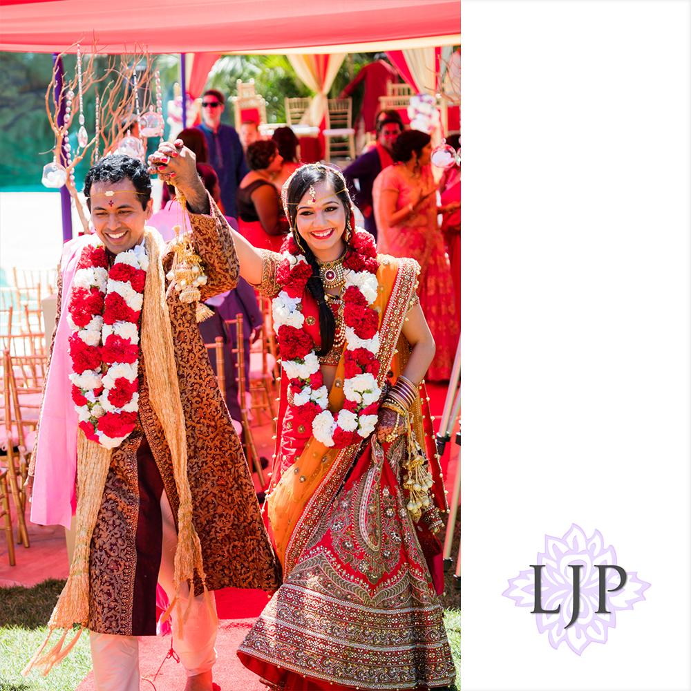 31-santiago-canyon-mansion-indian-wedding-photographer-baraat-wedding-ceremony-photos