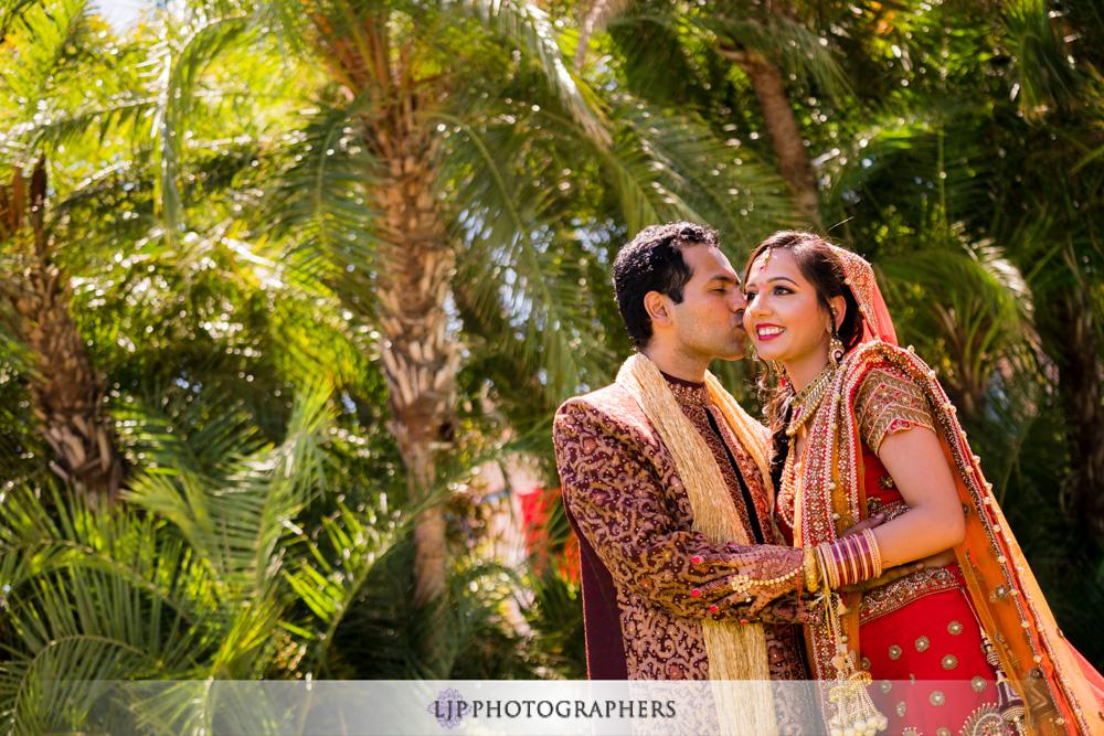 32-santiago-canyon-mansion-indian-wedding-photographer-baraat-wedding-ceremony-photos