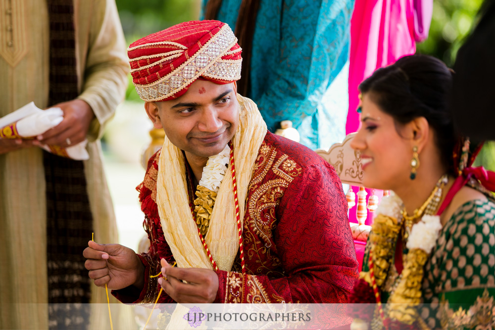 33-newport-beach-marriott-hotel-indian-wedding-photographer-baraat-wedding-cemony-photos