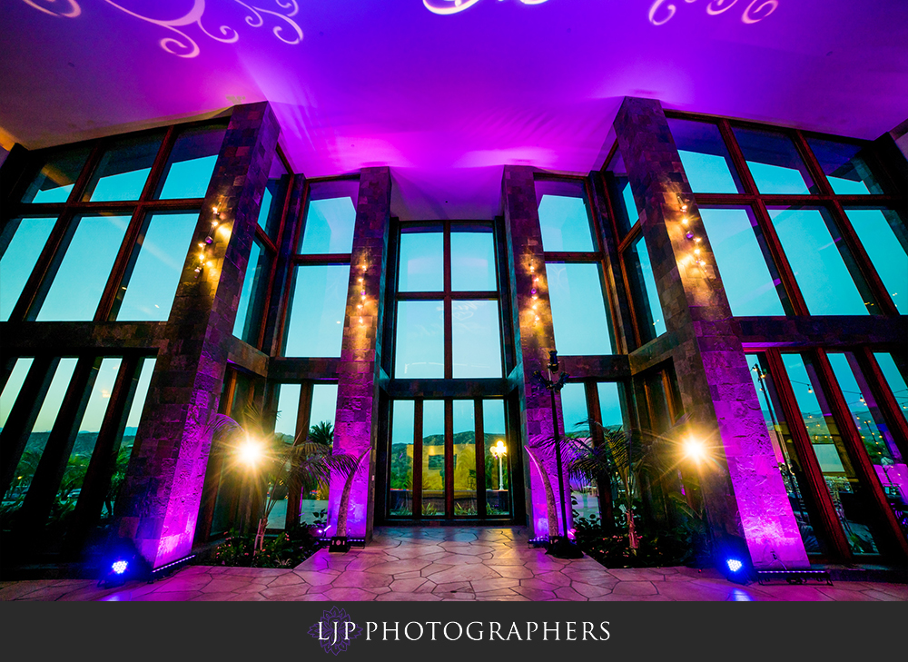 38-santiago-canyon-mansion-indian-wedding-photographer-baraat-wedding-reception-photos