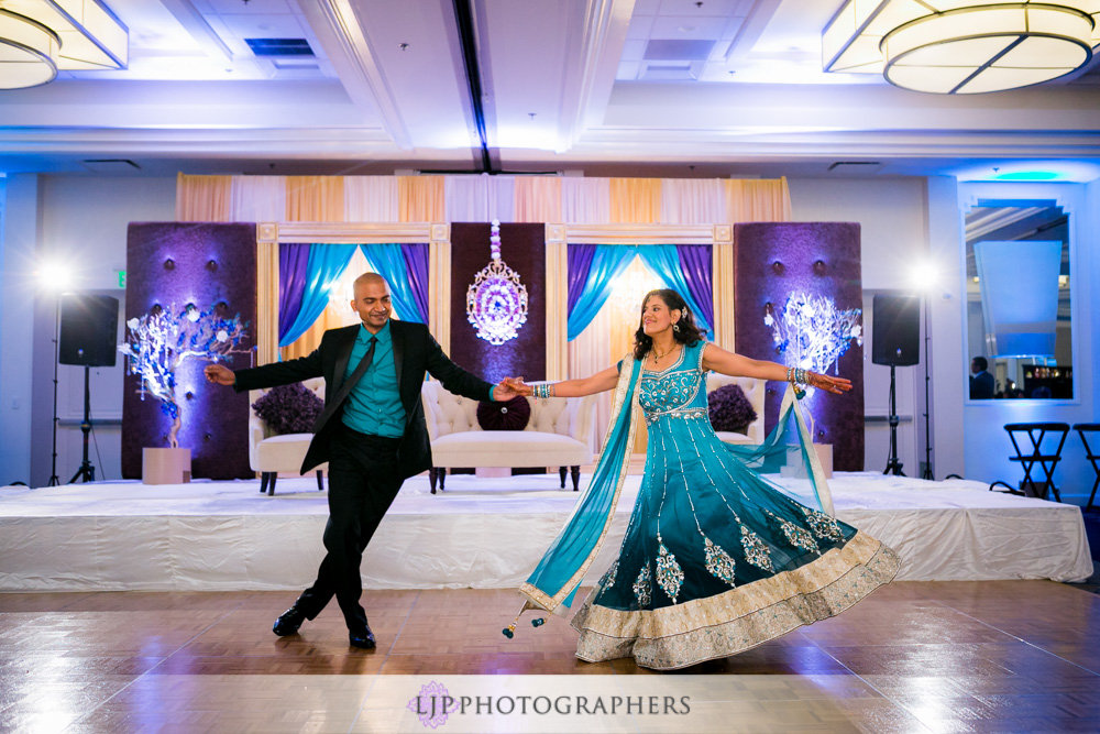 44-newport-beach-marriott-hotel-indian-wedding-photographer-wedding-reception-photos